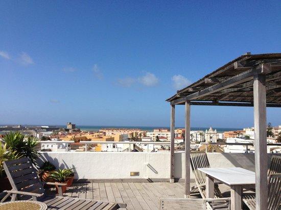 Hotel Misiana: Vistas de Tarifa desde la suite. Se ve Marruecos!