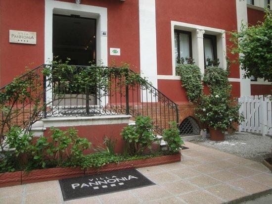 Hotel Villa Pannonia: L'entrée