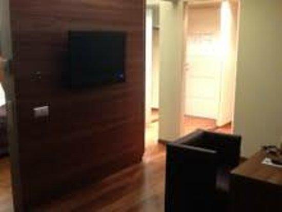 Pakat Suites Hotel: Living Room / Bed Room