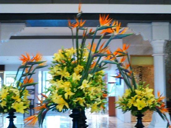 ITC Mughal, Agra: Lobby floral display
