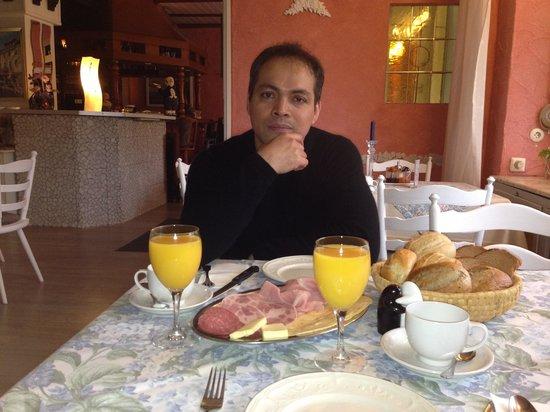 Hotel-Restaurant Rheingau: Breakfast
