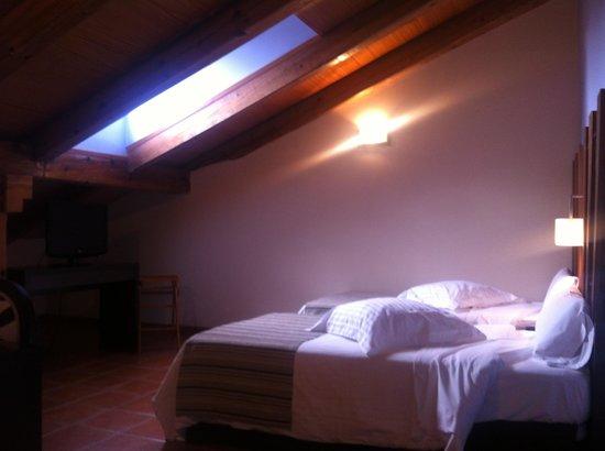 Hotel Convento del Giraldo: Habitación abuhardillada 4ª planta