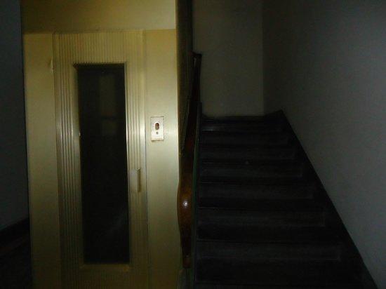 B&B Le Stanze del Duomo: portal escalera acceso