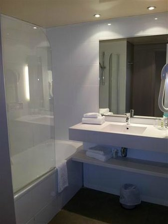 Mercure Paris Orly Aeroport : Bathroom good