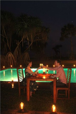 Restaurant at Mermaid Hotel: Romantic Dining near the Pool