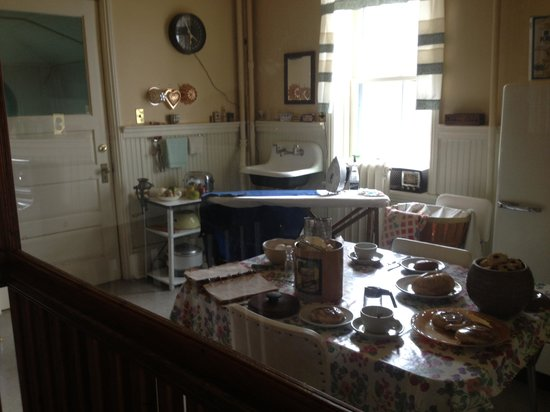 Point Iroquois Light Station: Museum-kitchen it makes me wonder why do we need so much these days