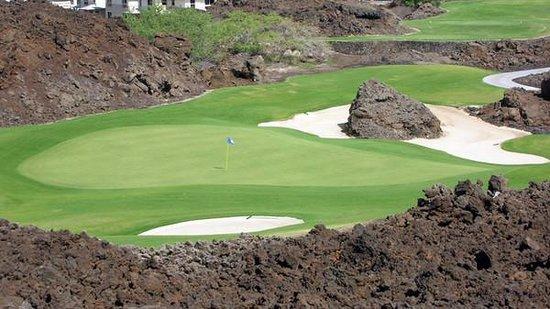 Mauna Lani Resort Golf Club: Par 3 signature hole