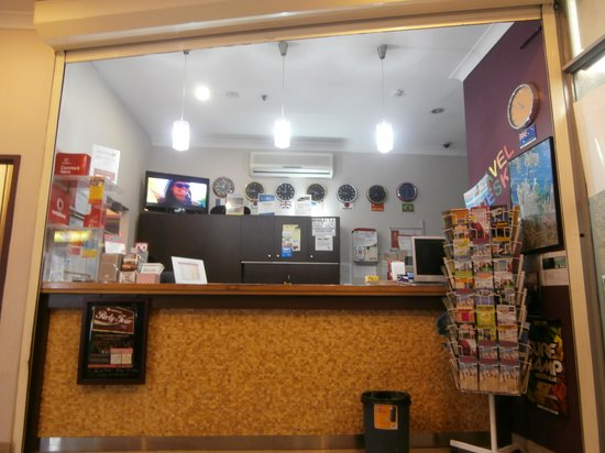 Sydney Backpackers : front desk