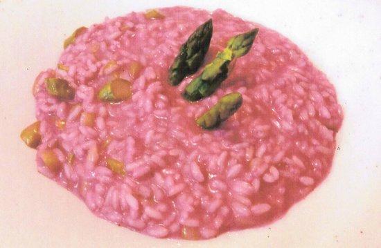Il Cuuc: Carnaroli con asparagi verdi e succo di rape rosse