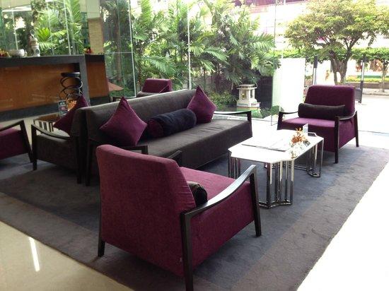 SilQ Bangkok : Trendy Lobby...