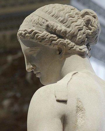 Vacances a la Ferme Languedoc: ViaDomitia massage - la Vénus d'Arles