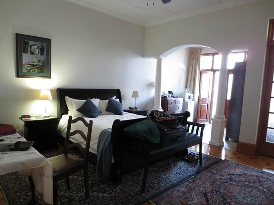 50 College Drive Bed and Breakfast: Spacious room