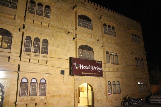 Hotel Priya : Front