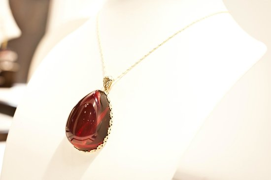 Amber Gallery: EXTRAORDINARY RED AMBER