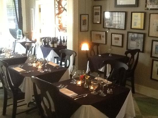 Hope and Glory Inn: the gorgeous dining room