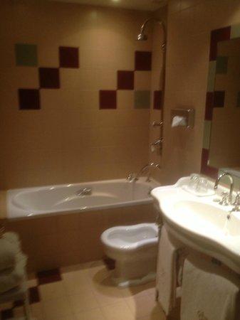 Cazaudehore et La Forestiere : Salle de bain à l'ancienne