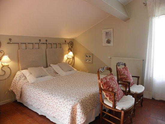 chambres d hôtes bastide lou pantail- chambre soleil 32m2