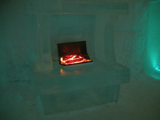 ice bar picture of sorrisniva igloo hotel alta. Black Bedroom Furniture Sets. Home Design Ideas