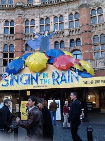 Palace Theatre: singing in the rain on a lovely day.