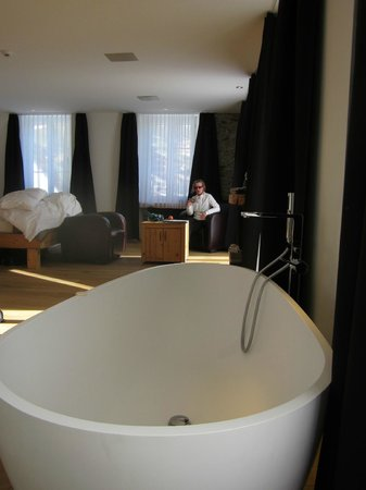 The Dom Hotel : De-luxe room with bathtub