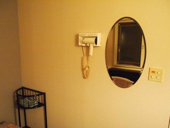 Hotel Cerezo: Room