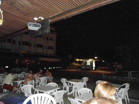 Angus O'Tool's Irish Pub, Restaurant & Guesthouse: Outdoor Dining