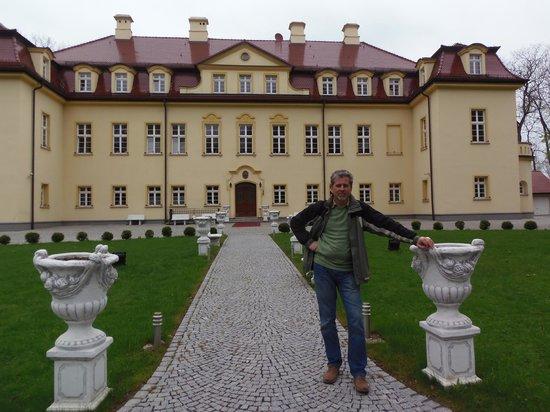 Hotel Palac Izbicko : Wjazd do hotelu-pałacu