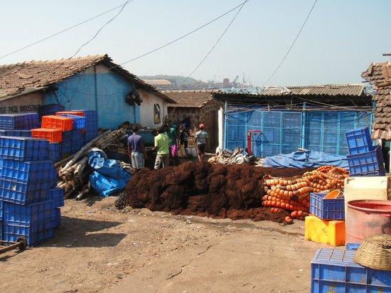 Vasco da Gama Square: Жилища рыбаков и их снасти.