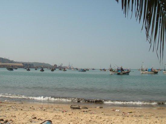 Vasco da Gama Square: Васко да Гама. Берег за домиками рыбаков.