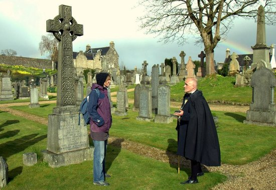 Stirling Walking Tours: Dave explaining in Stirling Graveyard