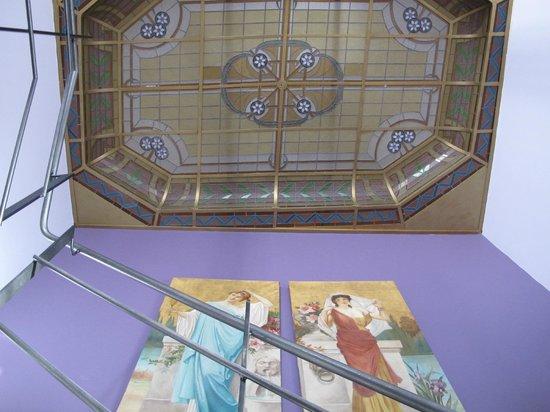 Côté Jardin Bed & Breakfast : Intérieur: détail escalier