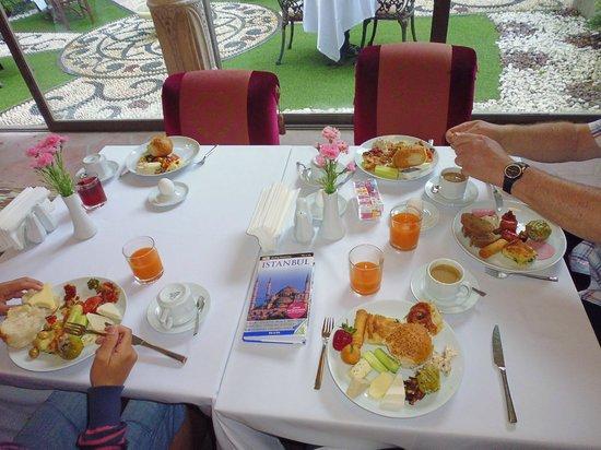 Sokullu Pasa Hotel: am Frühstückstisch