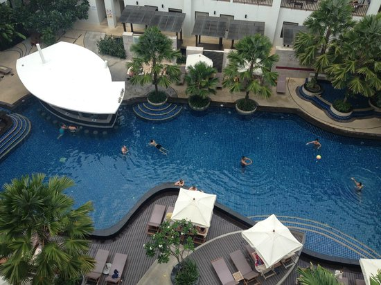 Deevana Plaza Phuket Patong: Lovely pool area
