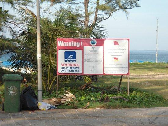 Karon Beach: Warning signs - Rip Currents