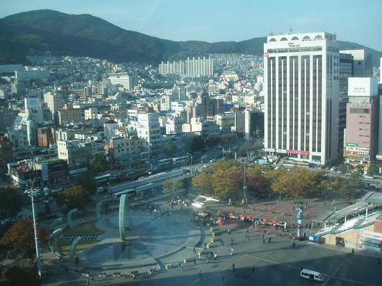 طوكيو إن محطة بوسان 1: 窓から