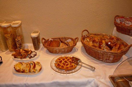 Antica Residenza Cicogna: breakfast selections