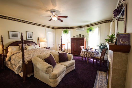The Firelight Inn on Oregon Creek Bed and Breakfast: The Brookside Suite