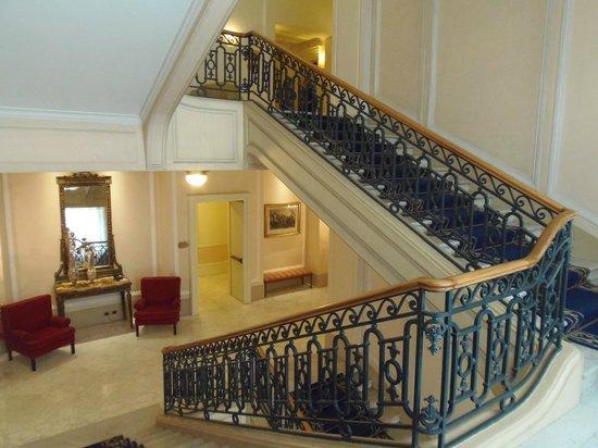 Eurostars Hotel Excelsior : Escalier