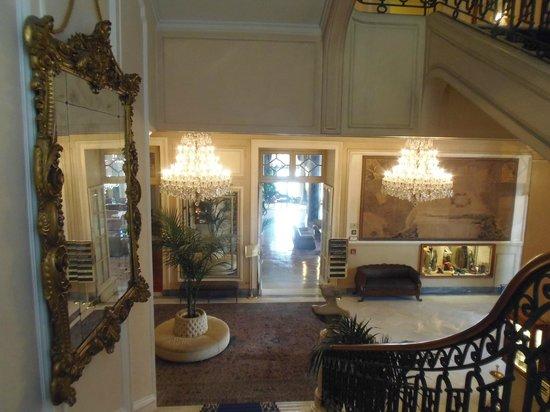 Eurostars Hotel Excelsior : Descente vers le hall