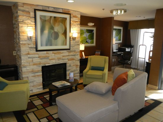 BEST WESTERN Brentwood Inn: Inviting Interior