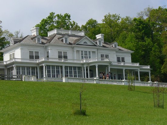 Blowing Rock, Carolina del Nord: The manor viewed from the trail