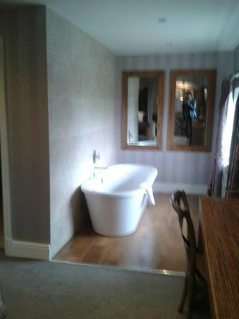 The Shireburn Arms: valley suite