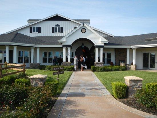 Best Western Brentwood Inn: Winery Building