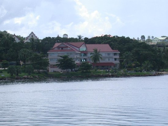 New Beach Hotel and Restaurant: view of the Hotel from the sea