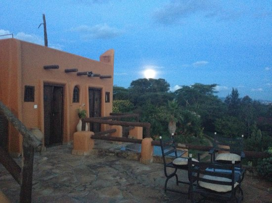 African Heritage House: moon rising