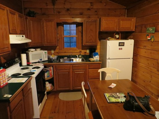 Old Man's Cave Chalets: Hemlock Cabin - Kitchen