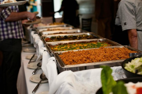 Pelicans Landing Waterfront Restaurant: Great buffet!