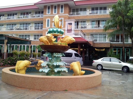 R Mar Resort and Spa: Fountain on hotel ground