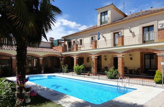 El Palacio de Monfarracinos: piscina