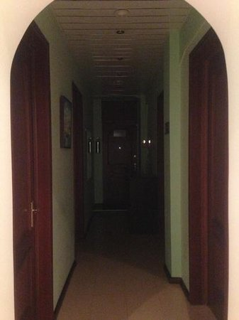 Souvenir Hostel : the room and corridor